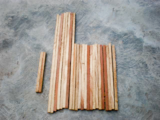 De todas esas varillas seleccione 8 de 36 cm de largo, 15 de 22 cm de largo y 2 de 14 cm. (Las medidas se las voy dando al cortar cada varilla con una segueta)