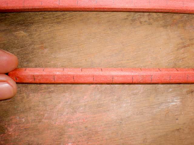 Algunas varillas se deberan agujerar en 2 lados, para eso deberan observar y analizar muy bien las fotos de la jaula para ver cuales son. (son 3 varillas de las de 22 cm)